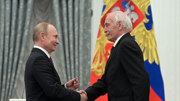 Президент РФ Владимир Путин и народный артист СССР Василий Лановой