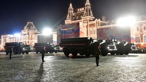 Зенитные ракетные комплексы С-400 Триумф на репетиции военного парада на Красной площади