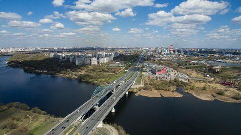 Москва-река и Московская кольцевая автодорога в районе Капотни