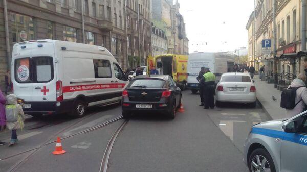 Водитель иномарки совершил наезд на 8-летнюю девочку в центре Петербурга. 30 апреля 2019