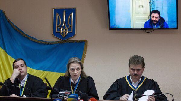 Судья Подольского районного суда Киева объявляет о переносе заседания по делу руководителя портала РИА Новости Украина Кирилла Вышинского