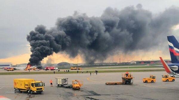 Впожаре всамолете вШереметьево погибли 10 человек