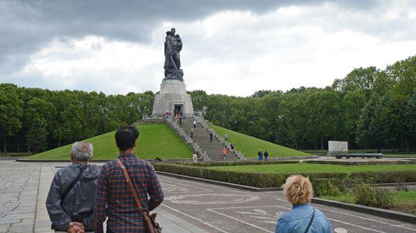 Мемориал в Трептов-парке в Берлин