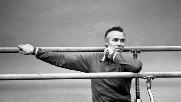 Советский гимнаст, абсолютный чемпион Олимпийских игр в 1952 и 1956 годах Виктор Иванович Чукарин.