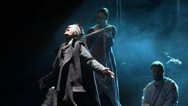 Сцена из спектакля Макбет по пьесе Уильяма Шекспира в постановке режиссёра Антона Яковлева в Театре на Малой Бронной