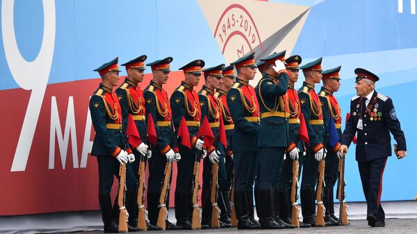 Военнослужащие почетного караула перед началом военного парада на Красной площади, посвящённого 74-й годовщине Победы в Великой Отечественной войне