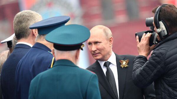 Президент РФ Владимир Путин на церемонии возложения цветов к Могиле Неизвестного солдата в Александровском саду. 9 мая 2019