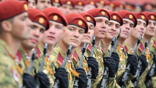 Военнослужащие войск Национальной гвардии РФ на военном параде на Красной площади