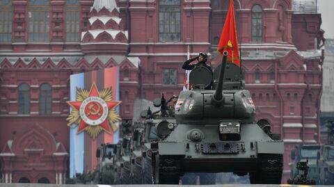 Танк Т-34-85 на военном параде на Красной площади, посвящённом 74-й годовщине Победы в Великой Отечественной войне