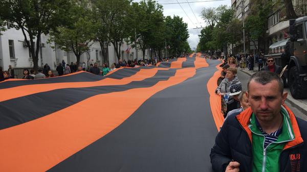 Георгиевская лента длиной 300 метров на акции Бессмертный полк в Севастополе. 9 мая 2019
