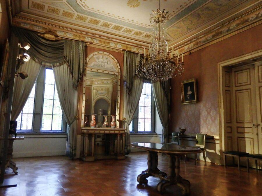 Шлоссплатц, дворец Эренбург