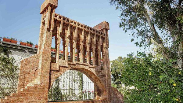 Воссозданный фонтан работы Антонио Гауди