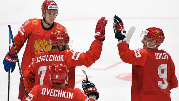Дмитрий Орлов (справа)