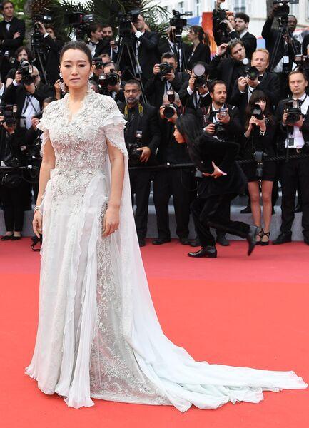 Китайская актриса Гун Ли на красной дорожке церемонии открытия 72-го Каннского международного кинофестиваля