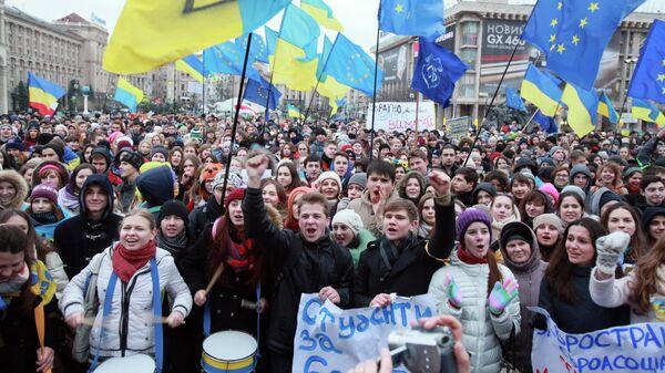 Студенты киевских ВУЗов на акции против решения правительства Украины о приостановлении процесса интеграции Украины и Евросоюза