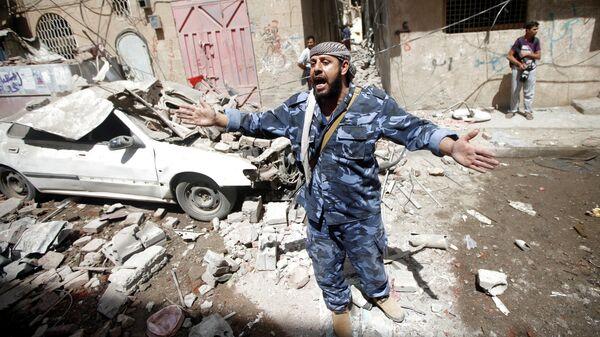 Последствия авиаудара коалиции в столице Йемена Сане. 16 мая 2019