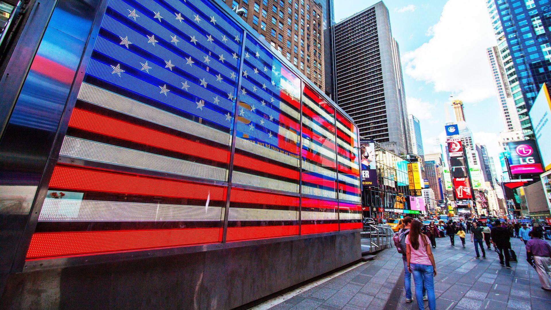 Прохожие на площади Таймс-сквер в Нью-Йорке, США - РИА Новости, 1920, 22.03.2021