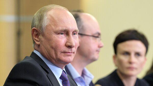 Президент РФ Владимир Путин во время встречи с получателями мегагрантов на проведение научных исследований и с молодыми учеными в Сочи