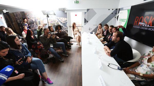 Команда фильма общается с журналистами