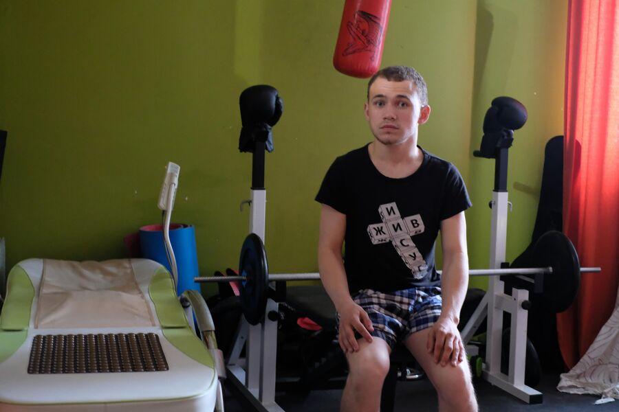 В квартире, в которой живет Витя Козловцев, в комнате мальчиков есть даже небольшой спортзал