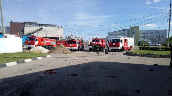 Сотрудники МЧС на месте инцидента на заправочной станции в Сурпухове. 20 мая 2019