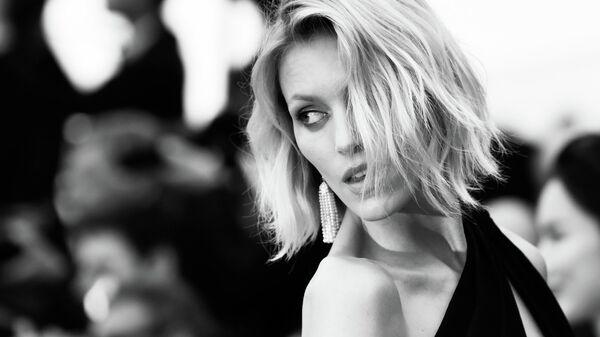 Польская модель Аня Рубик на красной дорожке премьеры фильма Тайная жизнь в рамках 72-го Каннского международного кинофестиваля