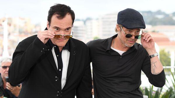 Режиссер Квентин Тарантино и актер Брэд Питт во время фотосессии фильма Однажды... в Голливуде в рамках 72-го Каннского международного кинофестиваля