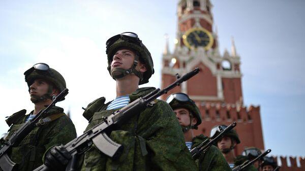 Военнослужащие на Красной площади