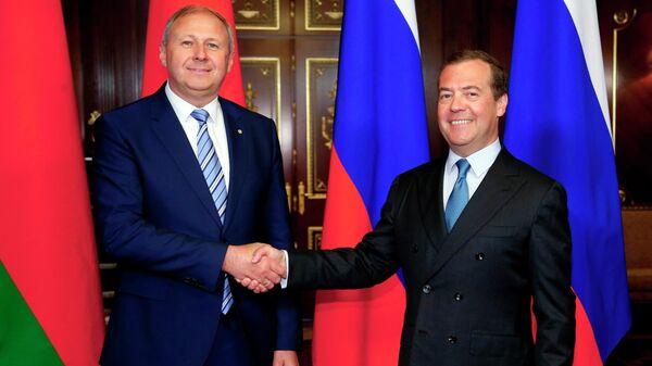 Дмитрий Медведев и премьер-министр Белоруссии Сергей Румас во время встречи