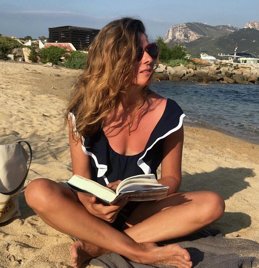 Жанна Бадоева на пляже в Италии