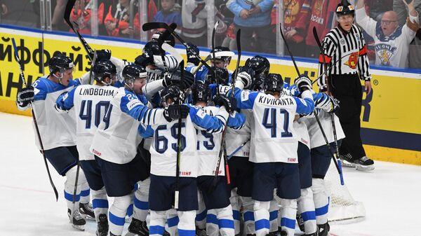 Сборная Финляндии после победы над Россией в полуфинале чемпионата мира