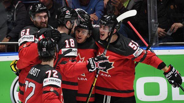Игроки сборной Хоккея радуются победе над чехами