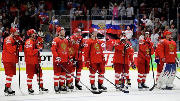 Хоккеисты сборной России после поражения от финнов