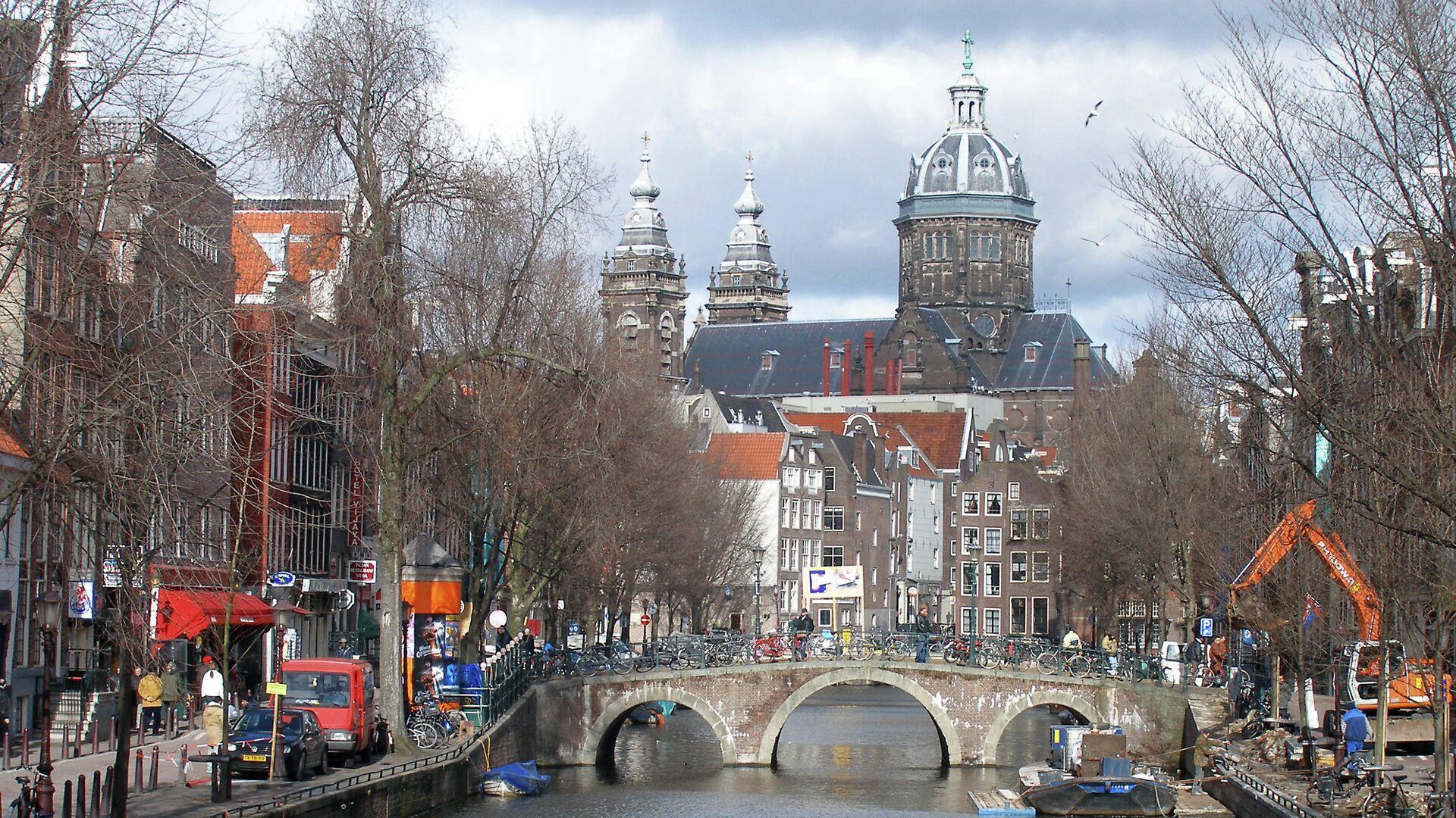 Голландия. Вид на канал в старом центре Амстердама - РИА Новости, 1920, 23.03.2021