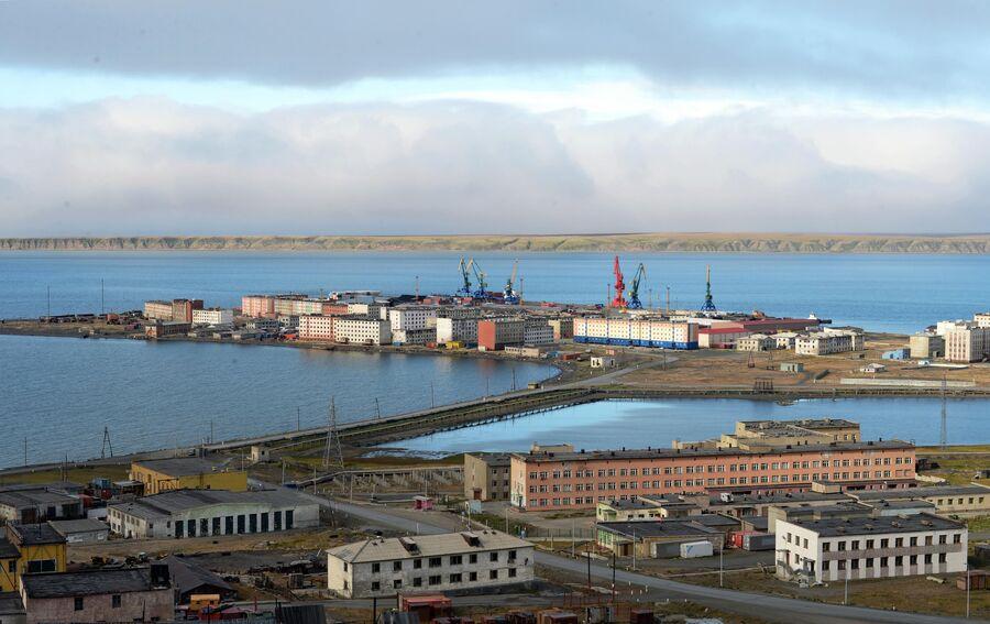 Вид на Морской порт города Певек