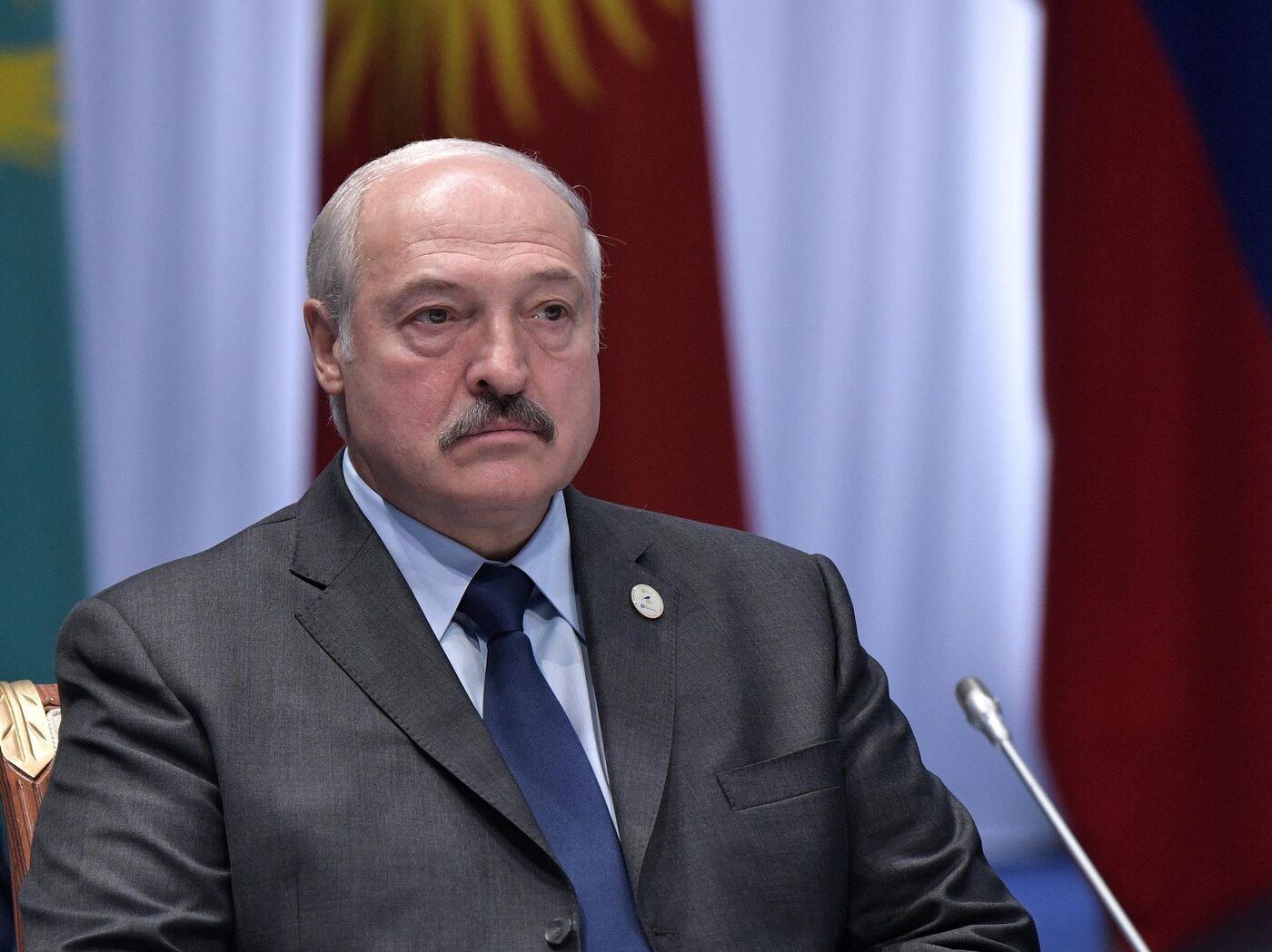 Лукашенко заявил, что готов ввести миротворцев в Донбасс - РИА ...