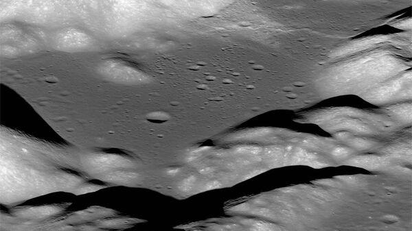Долина Таурус-Литтроу, снятый космическим кораблем NASA Lunar Reconnaissance Orbiter