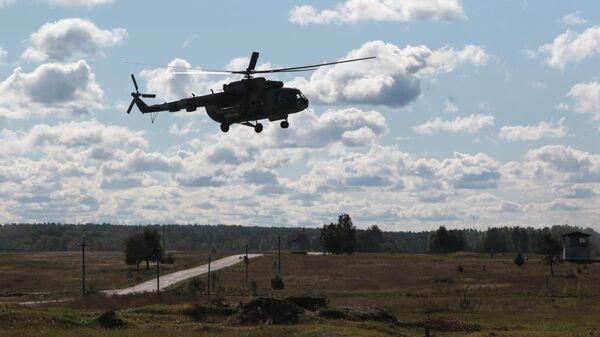 Вертолет во время учений во Львовской области