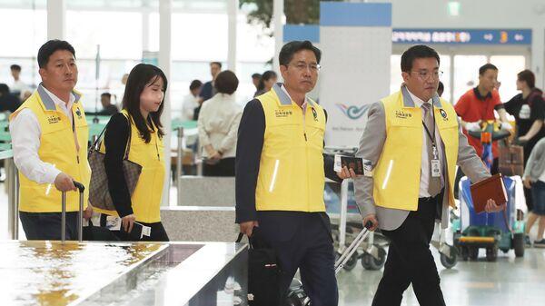 Представители  МИД Южной Кореи в связи с аварией на лодке с участием южнокорейских туристов в столице Венгрии Будапеште в аэропорту Инчхон, перед отправкой в Будапешт. 30 мая 2019