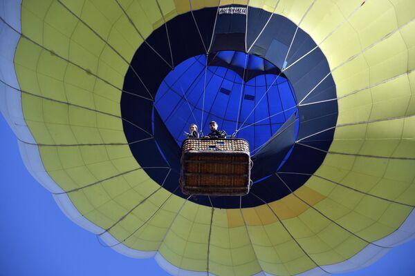 Воздушный шар на фестивале воздухоплавания Крымская весна у поселка Белая скала