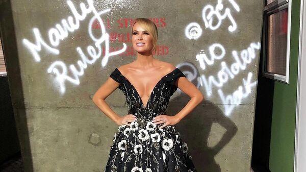 Слишком откровенное платье телеведущей возмутило зрителей