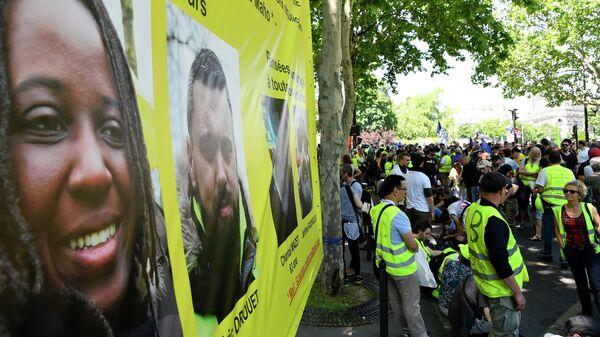 Участники акции протеста жёлтых жилетов в Париже. 1 июня 2019