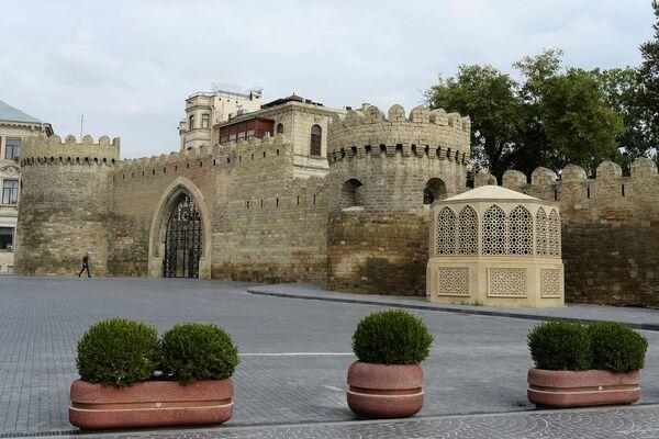 Стены квартала Ичери Шехер в Баку