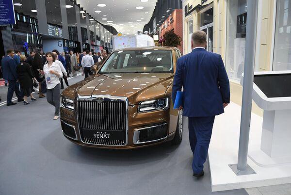 Российский автомобиль представительского класса Аurus Senat на площадке проведения Петербургского международного экономического форума 2019