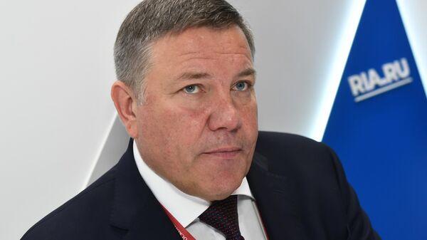 Губернатор Вологодской области Олег Кувшинников во время интервью на стенде МИА Россия сегодня в первый день ПМЭФ