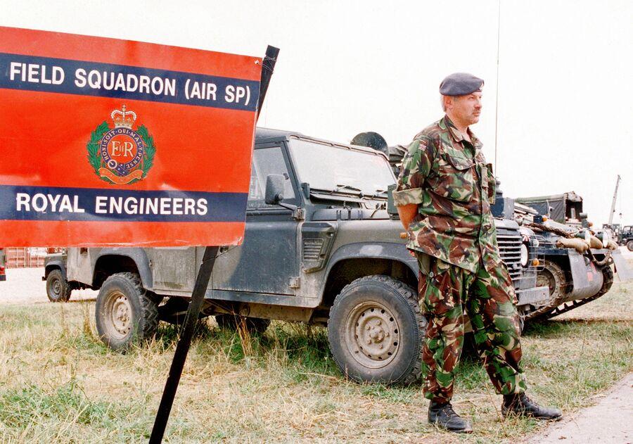 Инженерное подразделение вооруженных сил Великобритании в районе аэропорта Слатина в Приштине