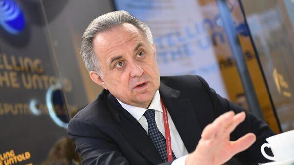 Заместитель председателя правительства РФ Виталий Мутко во время интервью на стенде МИА Россия сегодня на Петербургском международном экономическом форуме-2019