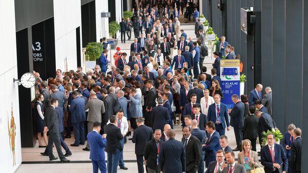 Участники пленарного заседания Петербургского международного экономического форума 2019