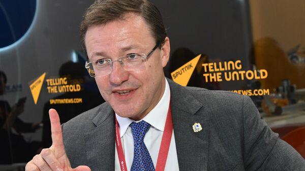 Губернатор Самарской области Дмитрий Азаров во время интервью на стенде МИА Россия сегодня во второй день ПМЭФ