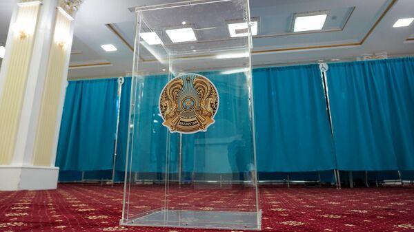 Урна для бюллетеней на внеочередных выборах президента Казахстана в здании Национальной академической библиотеки в Нур-Султане. 9 июня 2019